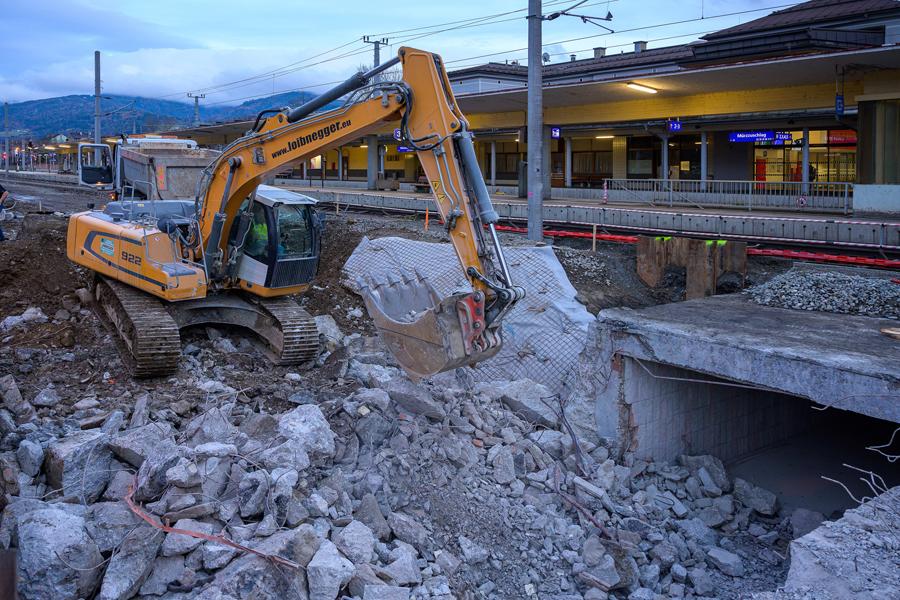 OEBB-Bahnhof-Muerzzuschlag-2019-11-21PMZBahnsteigunterfhrung03-FotoGRAFEBNER
