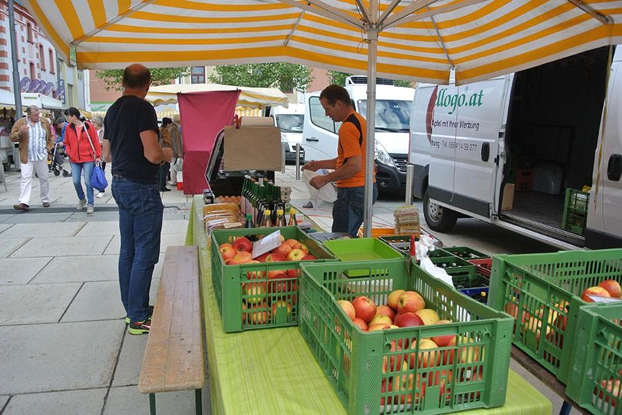 Der Apfelstand am Bauernmarkt